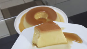 Pudim de Leite Condensado PERFEITO (sem furinhos) – e como caramelizar a forma sem erro!